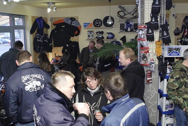 Alle kamen zusammen bei Empfang 2008 auf dem Jochum-Motors Firmengelände